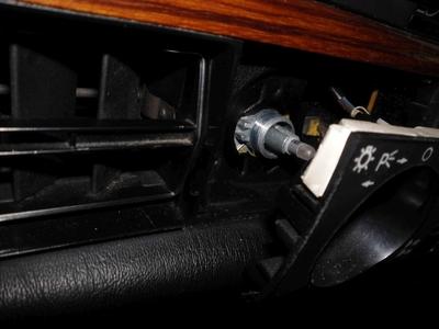 W124 Domlager rissig - dadurch Radführung instabil.
