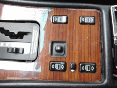 W126: Holzverkleidung um Schaltkulisse ausbauen.