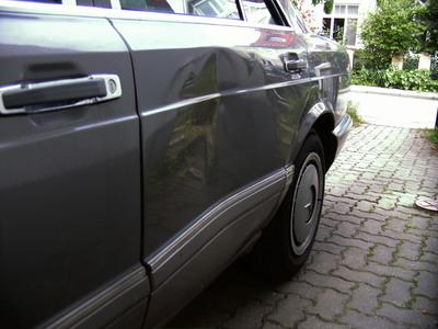 W126-Beule nach 18 Jahren noch ohne Rost und Lackabplatzung.